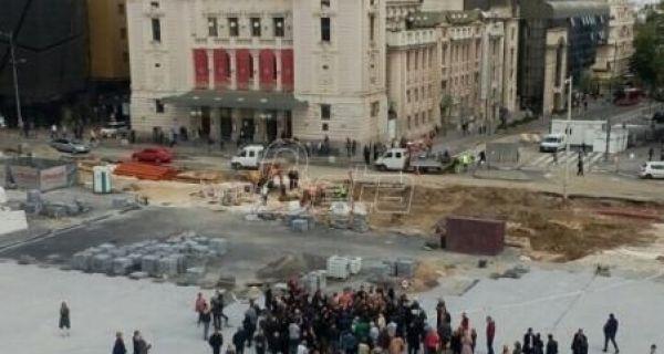 Грађани предвођени председником општине Стари град блокирали радове на Тргу републике