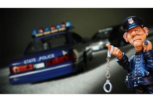 Uhapšeni zbog razbojništva i krađe tri automobila u Bogatiću
