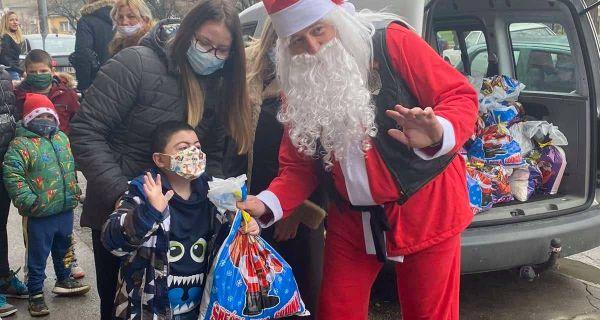 """""""Čivijin"""" Deda Mraz obradovao  mališane sa smetnjama u razvoju"""