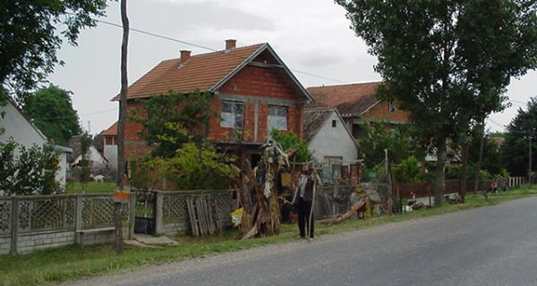 """Старе куће """"нагриза"""" време"""