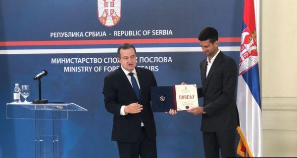 Dačić uručio povelju Novaku Đokoviću