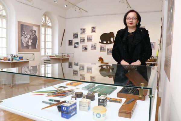 """""""Muzeju na dar"""" - lična zbirka kao spomen porodice i društva jednog vremena"""