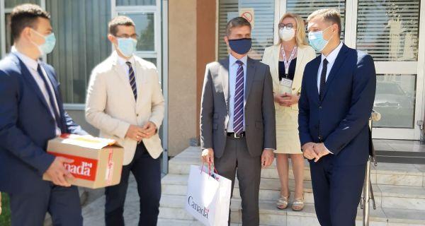 Донација запослених амбасаде Канаде  Дому здравља