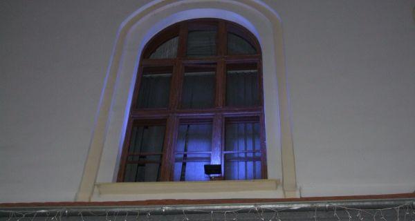 Наранџасто сијали општина и основна школа у Богатићу