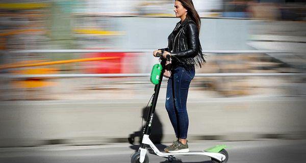 Брзина хода: Електрични тротинети могу тротоаром док се не донесе нови Закон
