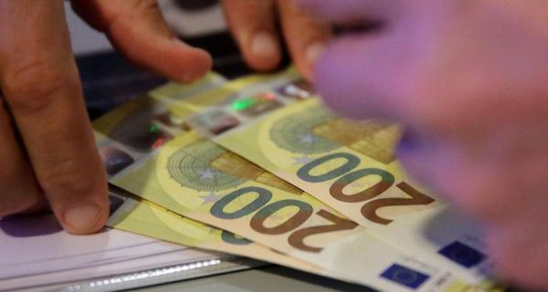 Евро сутра 117,46 динара