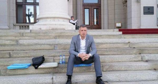 Обрадовић наставио штрајк глађу
