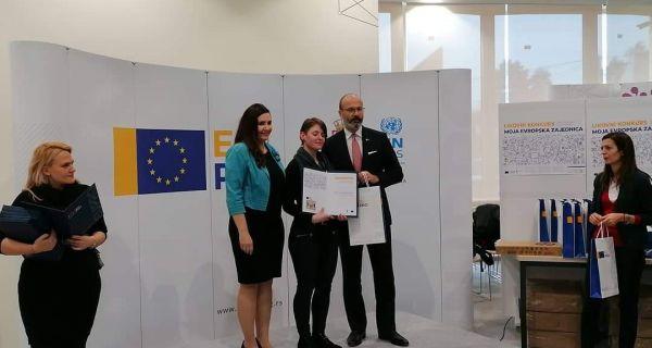Nagrada učenici Škole primenjenih umetnosti Danici Kuzmanović na konkursu EU PRO