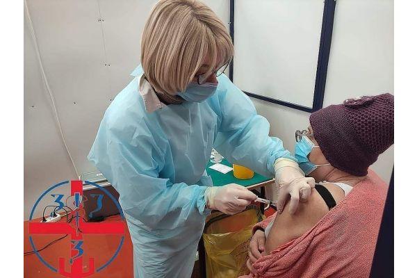 Tokom jučerašnjeg dana u Mačvanskom okrugu vakcinisano je prvom dozom 829 meštana, a drugom dozom 238 meštana