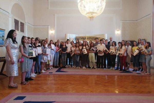 Nagrađeni najuspešniji učenici i nastavnici na Vidovdanskoj svečanosti u Bogatiću