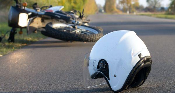 Mladić poginuo sa motora