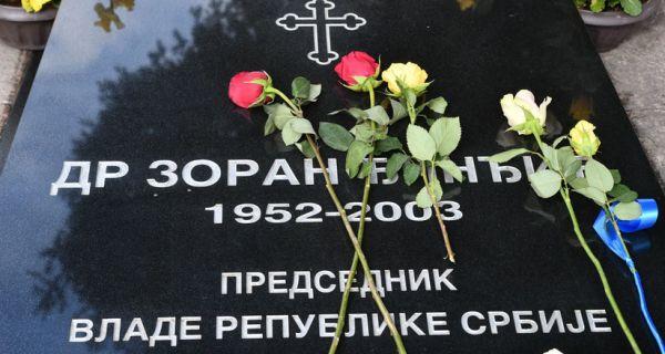 Predstavnici Vlade položili venac na mestu ubistva Zorana Đinđića