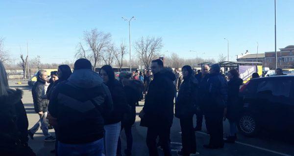 Шабачки напредњаци отпутовали на митинг у Београд