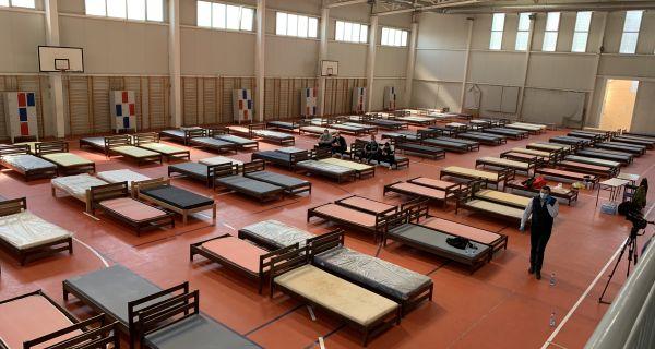 Sala u Ekonomskoj školi se priprema za smeštaj lakše obolelih