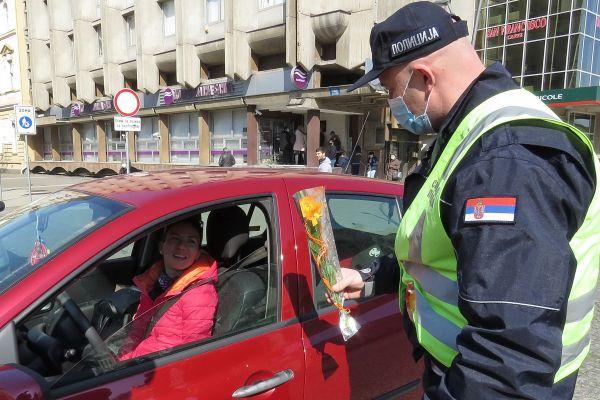Od policije cvet za dame
