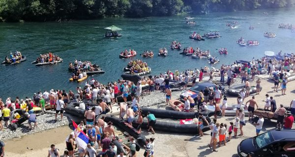 Фестивал доброг расположења на реци