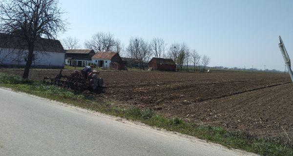 Сељаци припремају њиве