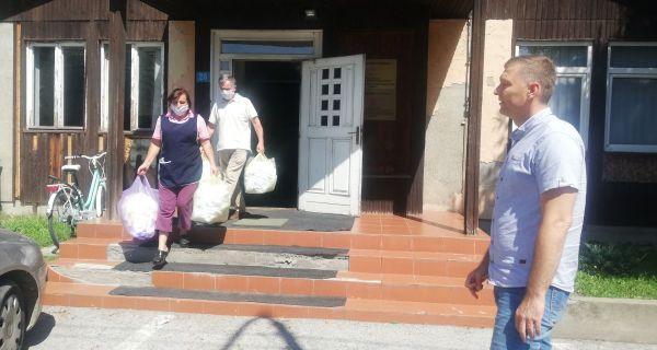 Подељене маске  и средства за  дезинфекцију  шабачким школама