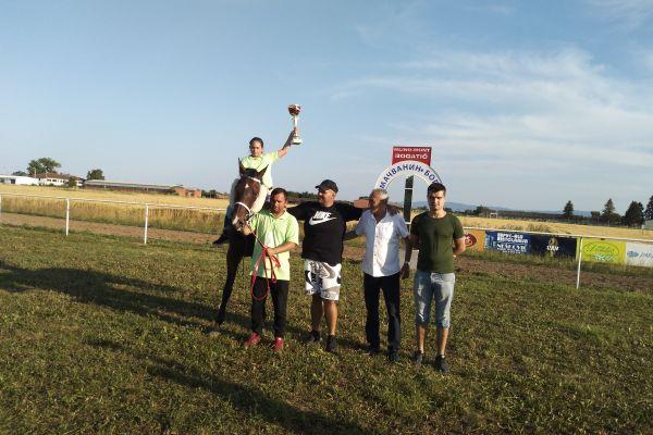 Kirgiz победио у трци Тројице
