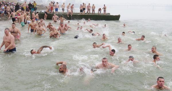 Bogojavljensko plivanje - tradicija na šabački način