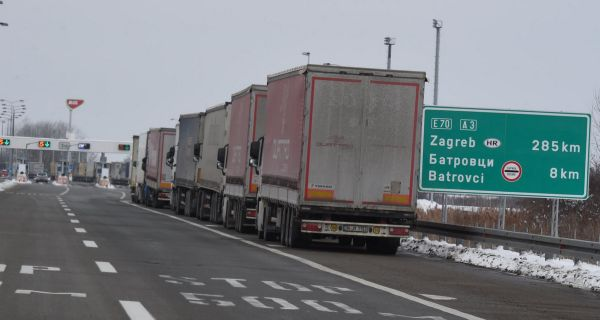 АМСС: Задржавања за камионе до седам сати
