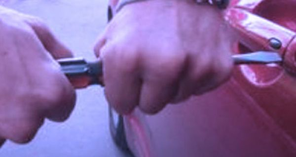 """Ухапшени Шапчани због дрске крађе: Узео """"BMW-a"""" да испроба и нестао"""
