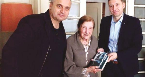 Градоначелник Шапца  Латинки Перовић  уручио прво коло  Константиновићевих дела