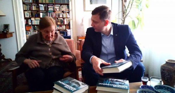 Градоначелник уручио прво коло Константиновићевих књига Латинки Перовић