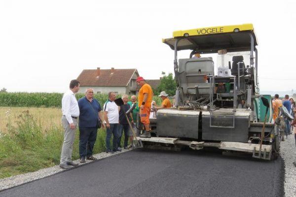 Danas započeti radovi na asfaltiranju puta u Moavima dužine 2.700 metara