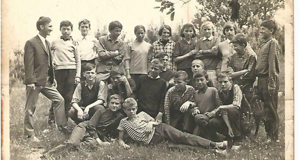 Maturanti  Osnovne  škole  u  Donjoj  Orovici  školske  1968/69.  godine