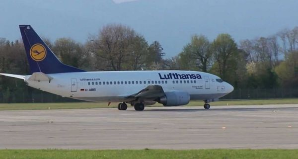 Evakuisani putnici sa Lufthanszinog aviona u Beogradu