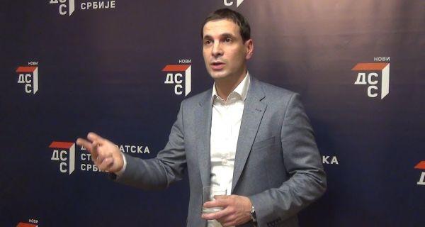 Vučićeva namera da izda Kosovo