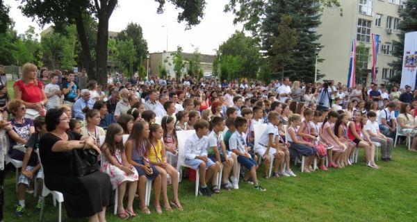 Šabac danas nagrađuje 143 učenika i 88 nastavnika