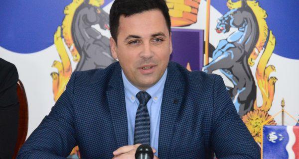 Председник Скупштине града Шапца: Натписи који су осванули данас у Шапцу представљају експлицитни говор мржње и највише говоре о ауторима и креаторима