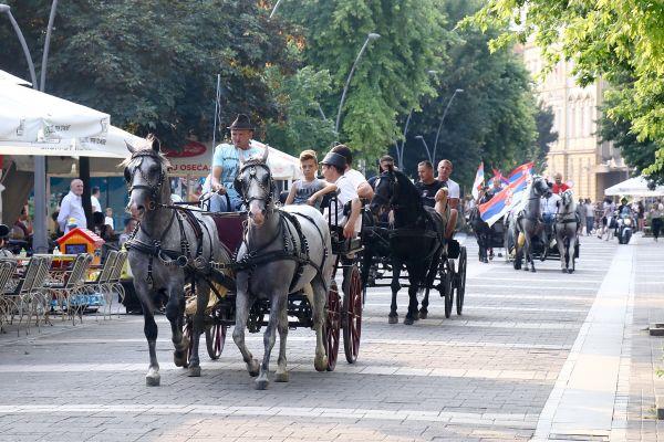 Дефилеом фијакера почеле Шабачке коњичке свечаности