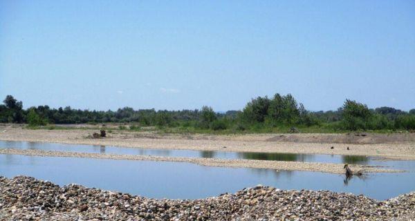 Neuređena drinska plaža u Mačvi
