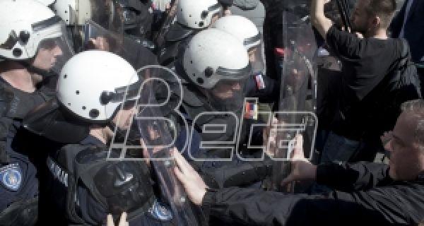 АП: Председник Србије обећава одбрану реда и закона усред протеста