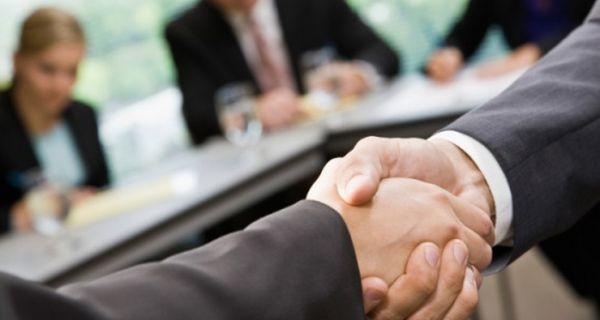 Директорима јавних предузећа у Србији забрањене политичке кампање коришћењем средстава фирме