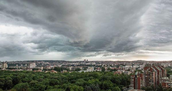 Упозорење РХМЗ: Ноћас и сутра у Србији обилни пљускови са грмљавином и олујним ветром