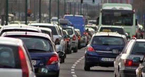Veći broj vozila na putevima ka izletištima