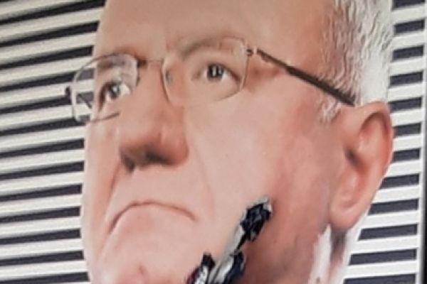 Оштећена Шешељева слика на просторијама странке