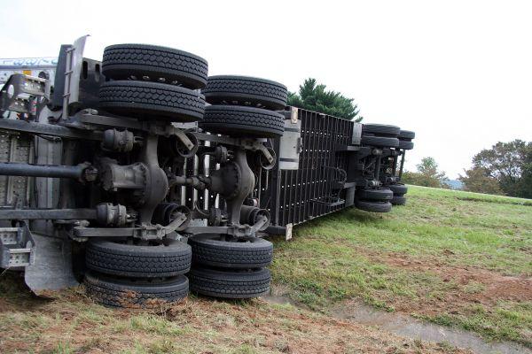 Vozač kamiona tragično nastradao