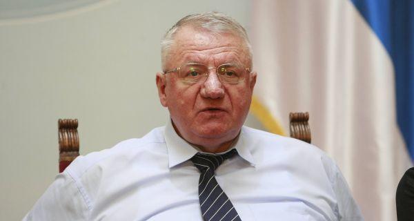 Шешељ: Намештен тендер за набавку опреме КЦ Ниш, Лончар због умешаности да буде ухапшен