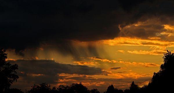 Сунце пре кише