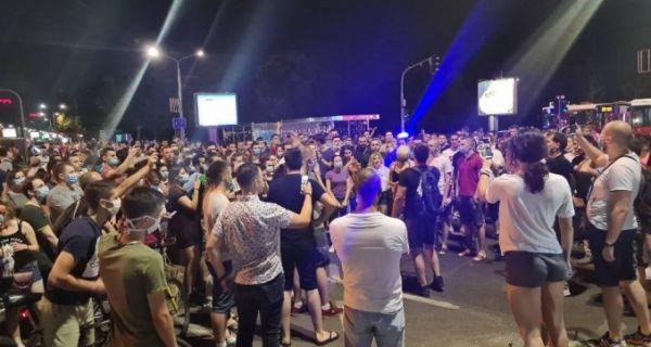 Studenti digli Beograd na noge, idu ka Skupštini
