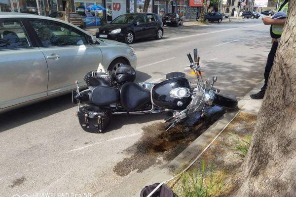 Младић повређен у судару мотоцикла и путничког аутомобила