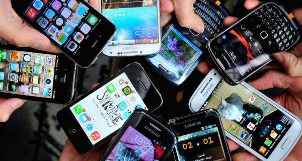 "Мобилни телефони ""заробили"" наше животе"