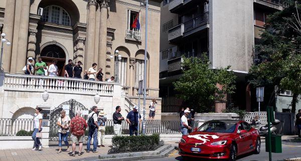 Теслини електрични аутомобили први пут данас у Србији