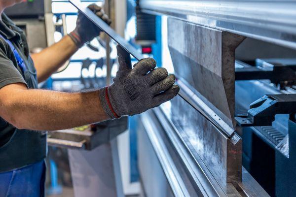 Industrijska proizvodnja u Srbiji u februaru veća za 2,6 odsto nego u februaru prošle godine