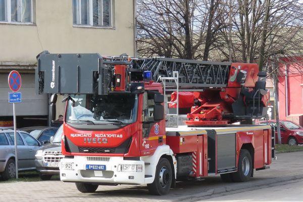 MUP: Sprečeno širenje požara u Luci Beograd